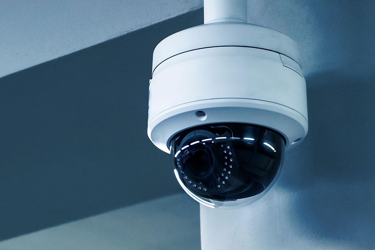 Como funciona o monitoramento de alarmes e de câmeras de segurança?